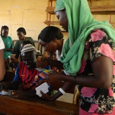 2012 - la conception du système communautaire devise Bangla-Pesa avec les entreprises locales.